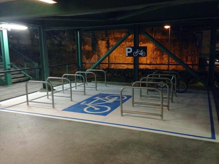 Bicicletário no parque da Trindade, recentemente instalado pela câmara do Porto