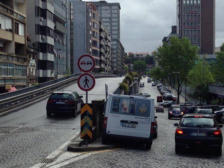 Atualização da sinalização no viaduto Gonçalo Cristóvão